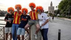 La afición del Valencia CF prepara en Sevilla la final de Copa