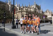 La afición del prepara en Sevilla la final de Copa