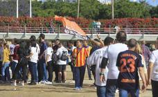 Fotos de la afición del Valencia CF en el antiguo cauce del Turia y la Plaza del Ayuntamiento