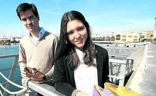 Dos valencianos de 24 años arrasan con unos mocasines diseñados por el hijo de Sarkozy