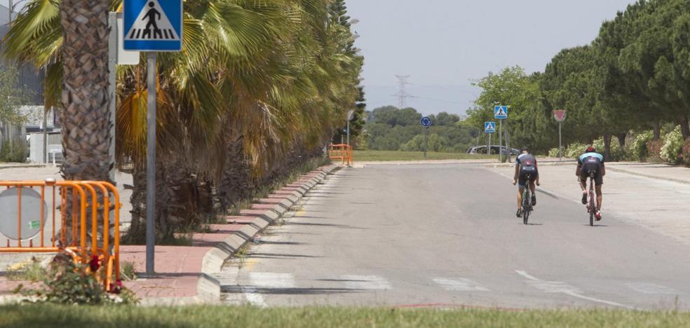 La policía cierra calles de un polígono en Paterna para frenar las carreras ilegales de coches