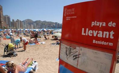 Detenidas siete extranjeros irregulares que ofrecían masajes a turistas en playas de Benidorm