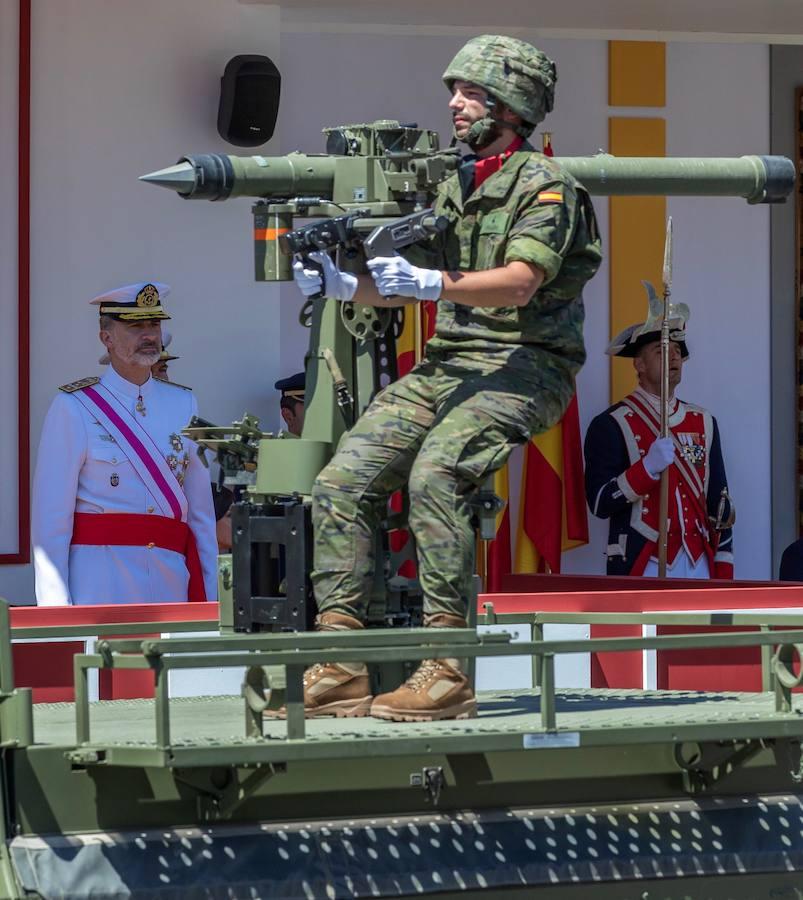 Desfile en Sevilla por el Día de las Fuerzas Armadas