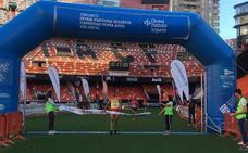 6.000 corredores cruzan la meta en Mestalla