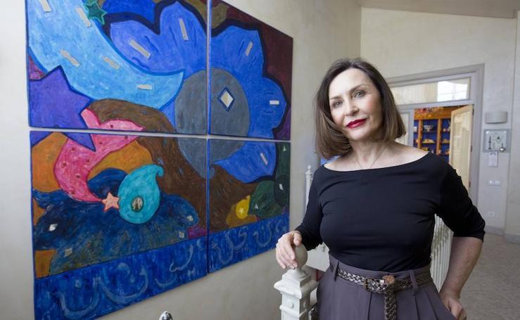 Elena Negueroles: «Me cuesta salir de casa, en otra vida debí ser un gato»