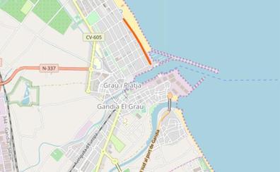 La Policía advierte de que la grúa se llevará los coches de una zona de la playa de Gandia
