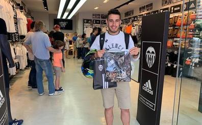 Locura por la camiseta del Valencia CF de campeones de Copa