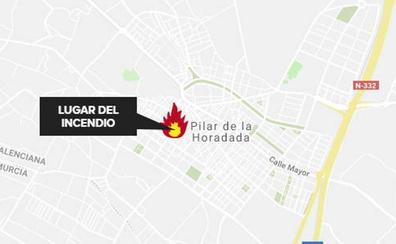 Trasladan en helicóptero a la Fe a un herido por quemaduras tras el incendio de una vivienda en Pilar de la Horadada