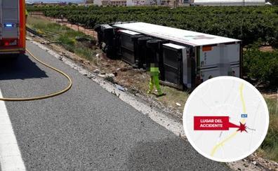 Un muerto al chocar un camión contra un furgón en la A-7 en Alginet