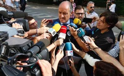 Francisco Camps aporta otro informe que sostiene que la fundación de la visita del Papa era privada