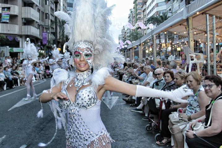 Horario y recorrido del Desfile Folclórico internacional de las Hogueras de Alicante 2019