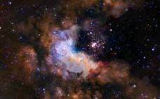 Detectan una extraña emisión de radio entre dos cúmulos de galaxias