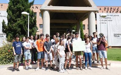 Una treintena de alumnos protesta contra el examen de Matemáticas