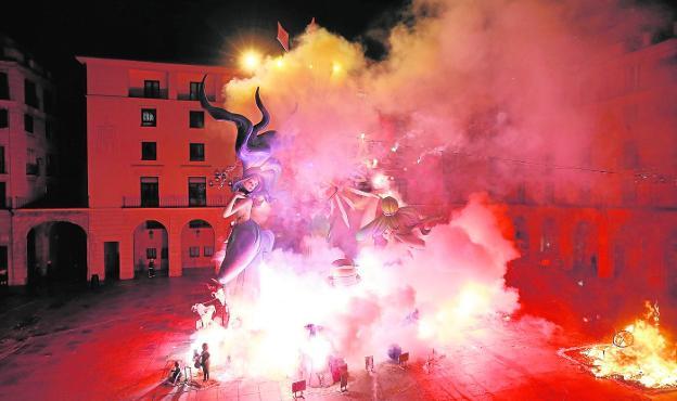 Hogueras de San Juan 2019: programa de actos y horarios en las fiestas de Alicante