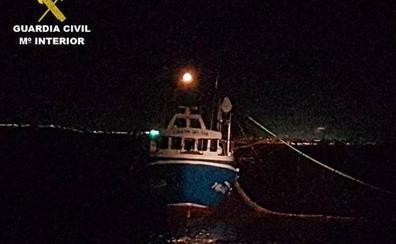 Denunciado un pesquero furtivo pillado faenando en la reserva de la isla de Tabarca