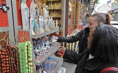 Más devoción y menos negocio en Lourdes