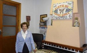 Clotilde Veniel, la valenciana de 107 años voluntaria de Cáritas que visita enfermos y recoge ropa