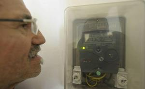 Ribera insta a las eléctricas a dar más información de los contadores inteligentes a sus clientes
