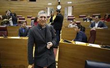 Rafael Climent confirma a su equipo que sigue como conseller de Economía