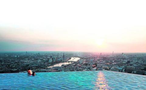 Londres estrena la primera 'piscina infinita' de 360 grados