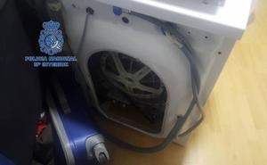 Lo detienen por llevar cocaína en el coche y encuentran más de 17.000 euros escondidos en la lavadora de su casa