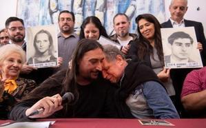 Las Abuelas de la Plaza de Mayo argentinas presentan a su 'nieto' 130