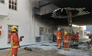Sufre graves quemaduras al trasvasar combustible en una gasolinera de Mislata