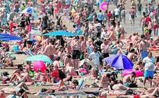 El análisis no detecta problemas en el agua y Valencia reabre las playas