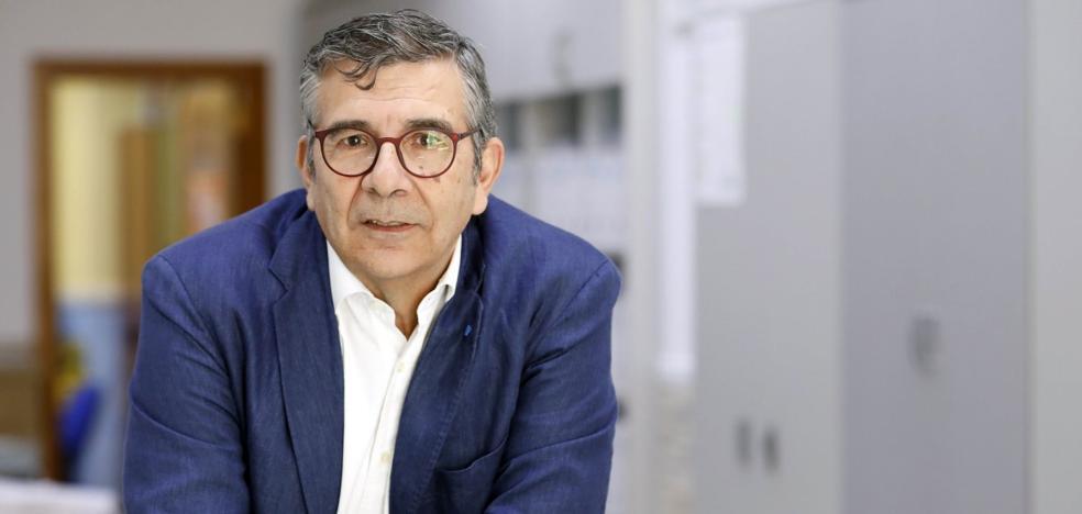 Francisco González, presidente de la Asociación Profesional de Contables en la Comunitat: «Hacienda amenaza a las pymes cuando son las que más cumplen con sus deberes»