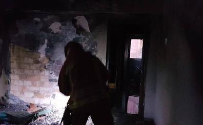 Investigan si el incendio de una vivienda en Carlet fue intencionado