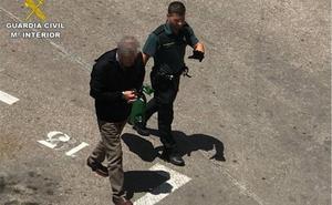 Un hombre de 69 años, en prisión por intentar asesinar a su hijo en Torrevieja