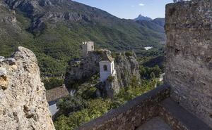 El Castell de Guadalest, Peñíscola y Vilafamés vivirán el sábado su noche más romántica