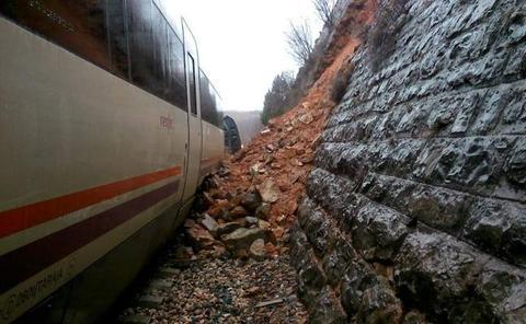 'Teruel Existe' denuncia raíles torcidos en la vía que enlaza Valencia con Zaragoza