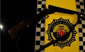 Un fugitivo condenado por delitos muy graves circula por Valencia en un coche con drogas y una escopeta