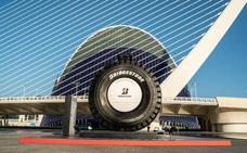 El neumático más grande del mundo visita Valencia