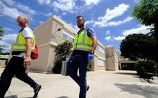 Dos estudiantes de 15 años y una profesora, heridos en una explosión en un instituto de Sevilla