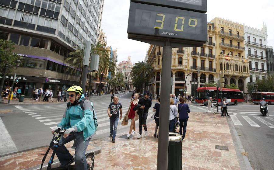 Las temperaturas descenderán hasta los 30 grados hoy en la Comunitat