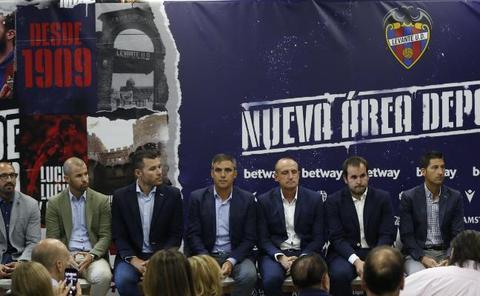 El Levante ya negocia otra renovación a Paco López