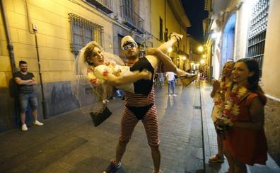 Cada sábado se celebran 30 despedidas de soltero en Valencia
