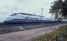 Julia Otero se queja públicamente de la lentitud del tren de Barcelona a Valencia