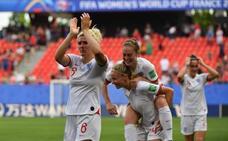 Inglaterra gana ante una combativa Camerún