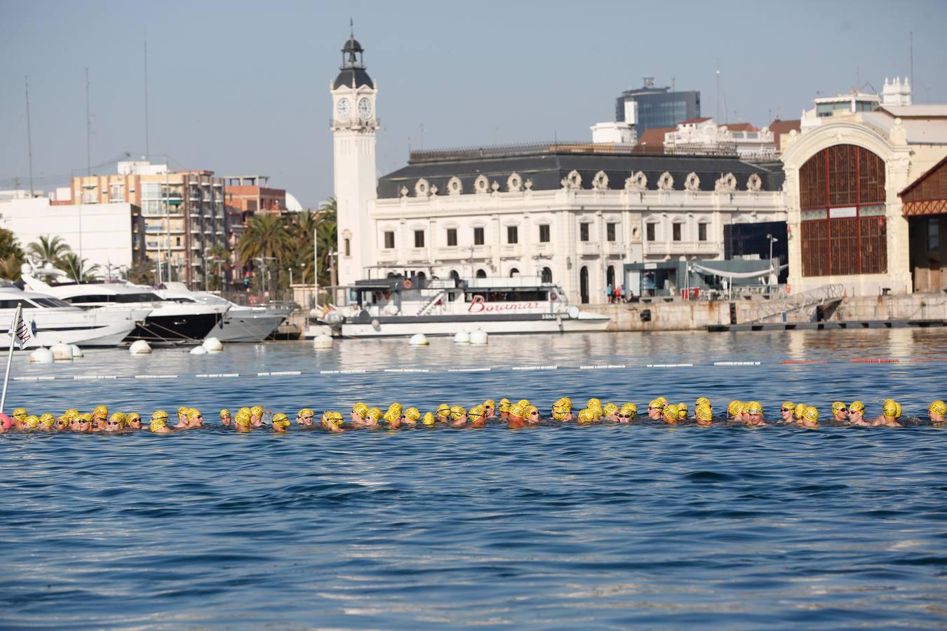 La Travesía a Nado del puerto de Valencia celebra su 27.ª edición
