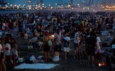 ¿Se hadescontrolado la fiesta en las playas valencianas durante la noche de San Juan?