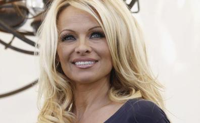 Pamela Anderson rompe con el ex futbolista del Valencia Rami y le acusa de infidelidad