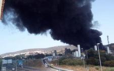 Incendio en Cádiz: una gran explosión en la empresa química Indorama provoca una nube negra: ¿Es tóxica?