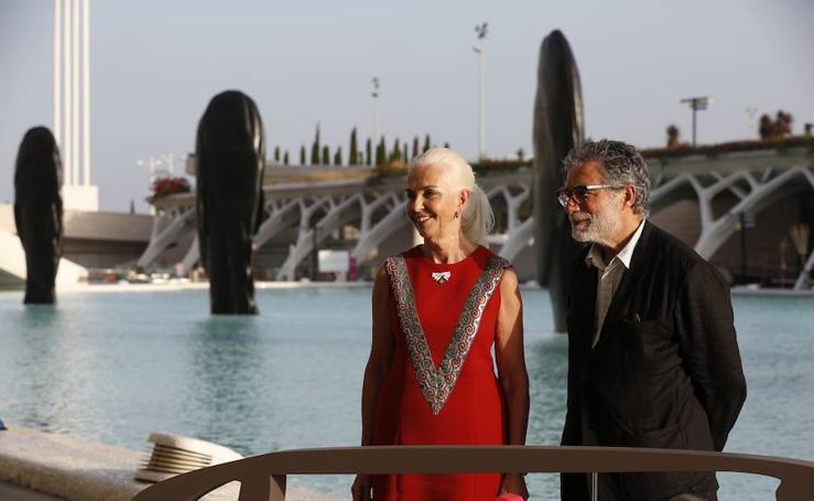 La sociedad valenciana da la bienvenida a las nuevas esculturas de Plensa