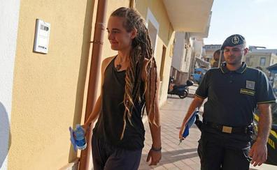 La capitana del 'Sea Watch 3' asegura que atracó en Lampedusa por «miedo y desesperación»