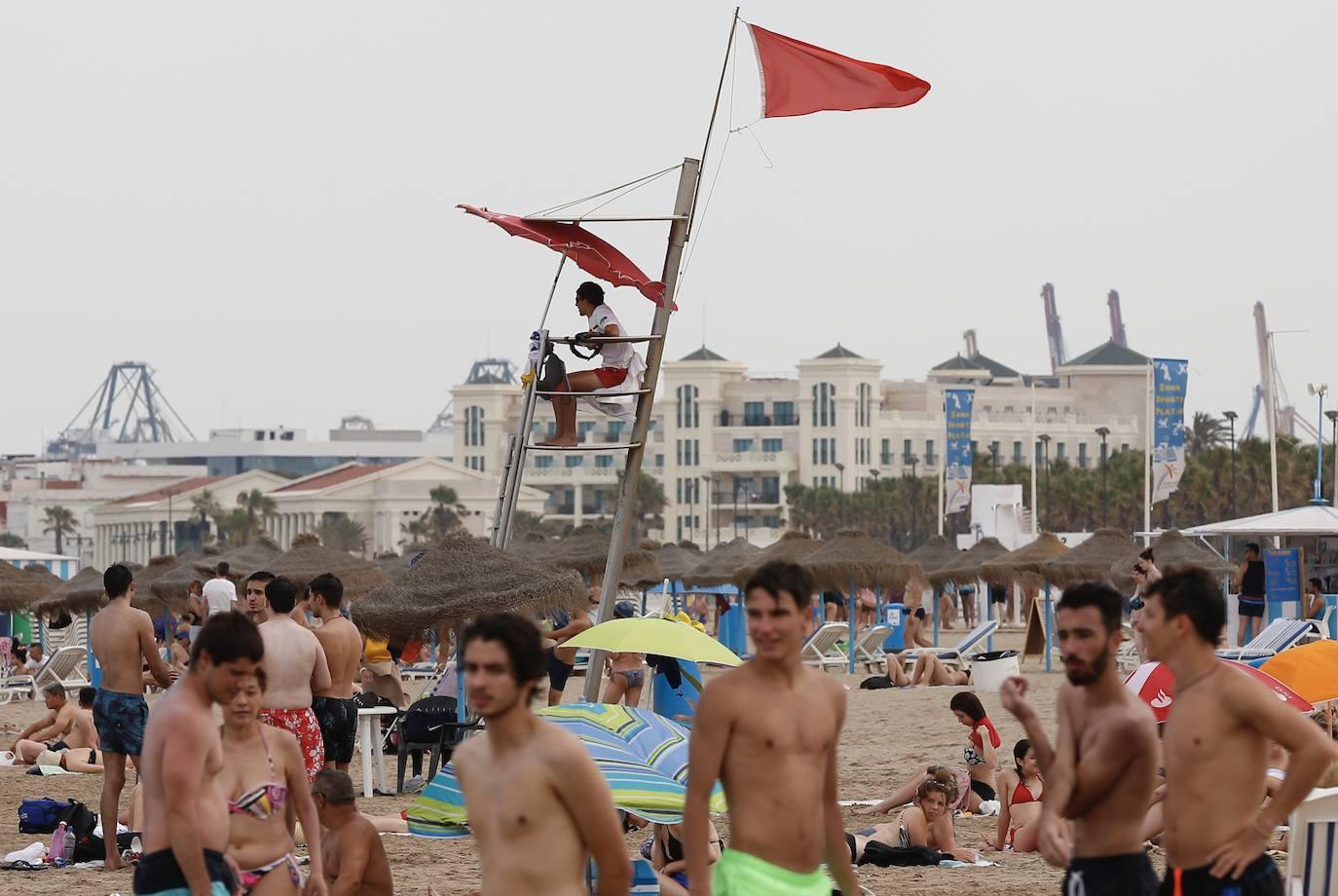 Cerradas las playas de la Malvarrosa y la Devesa por bacterias fecales
