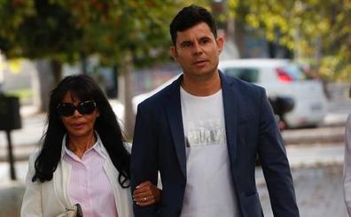 «Julio Iglesias está acorralado, él se ha perdido a su hijo»