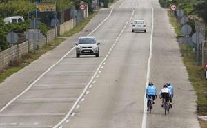 El 21% de los conductores no respeta la distancia de seguridad cuando adelanta a ciclistas en carretera